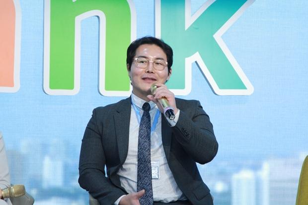 Mr Bruce - CEO MSC Global Hoa Ky